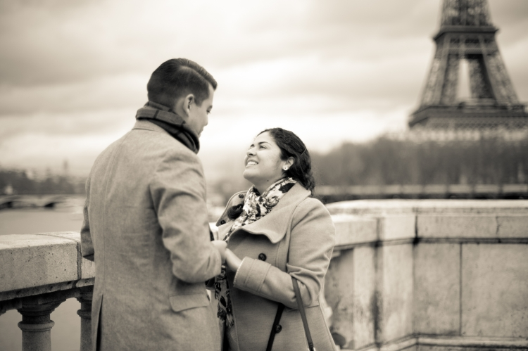 Juliane_Berry_Paris_Engagement_Photographer_02