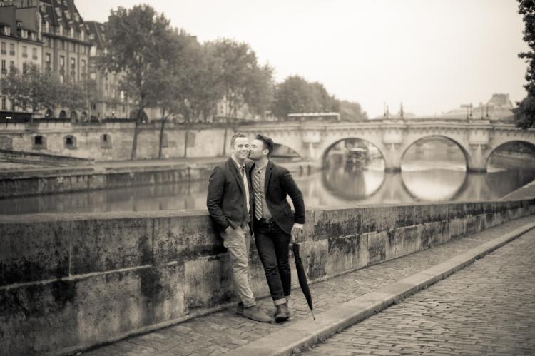 Juliane_Berry_Paris_Engagement_Photographer_09