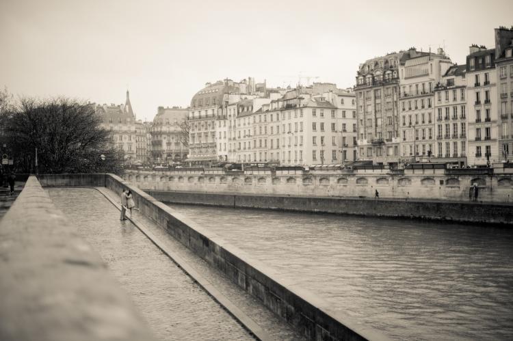 Juliane_Berry_Paris_Engagement_Photographer_18